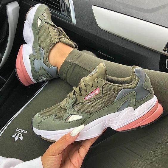 chaussures adidas pour femmes